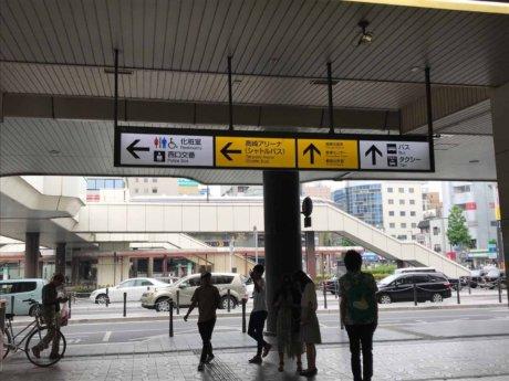 高崎駅地上アリーナ方面看板